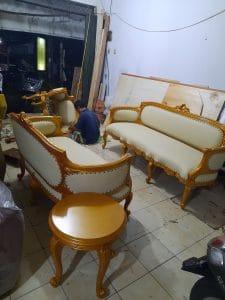 Pekerjaan service sofa di Sudirman Jakarta Pusat